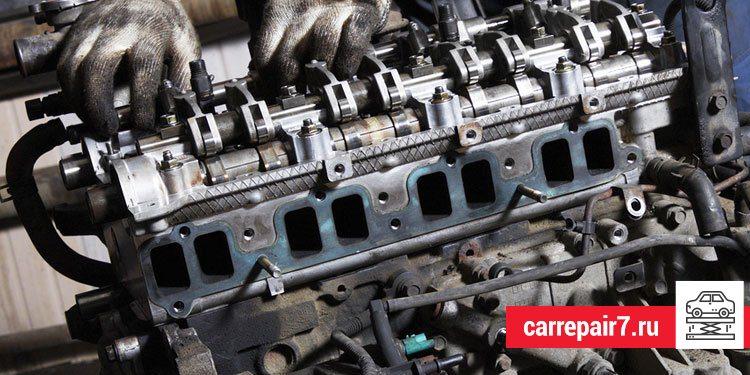 Снятие головки блока цилиндров на бензиновом двигателе