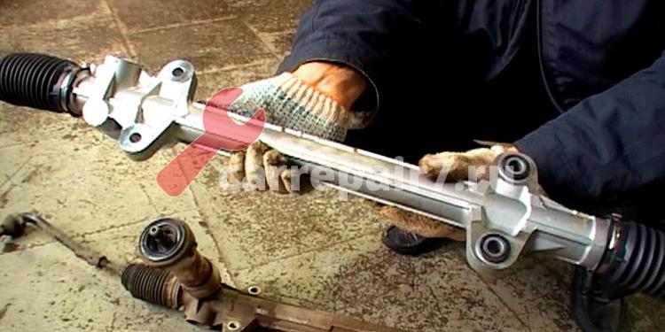 Как выполнить замену рулевой рейки своими руками